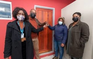 Councillor Malusi Booi and dignitaries hand over keys to first time homeowner, Ms Tracy Idlova. Image: City of Cape Town